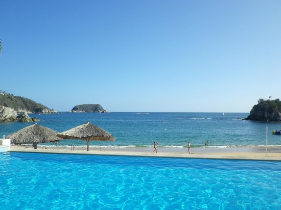 Dreams Huatulco Resort & Spa:                   from the pool