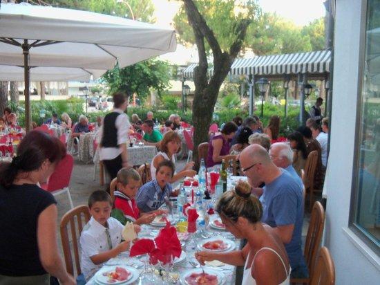 Schiller Hotel : Cena Romagnola nell'esterno dell'Hotel Schiller