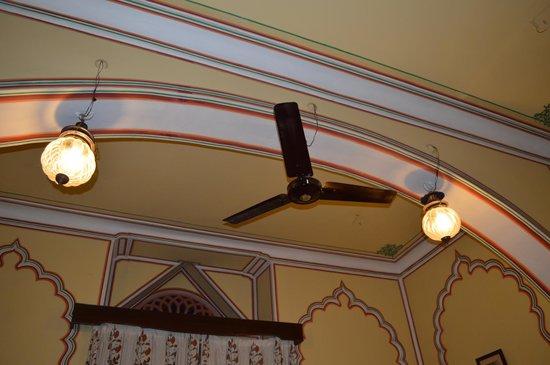 Narain Niwas Palace: Ceiling