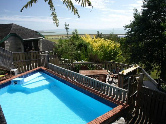 Grafton Cottage and Chalets: Swimming Pool