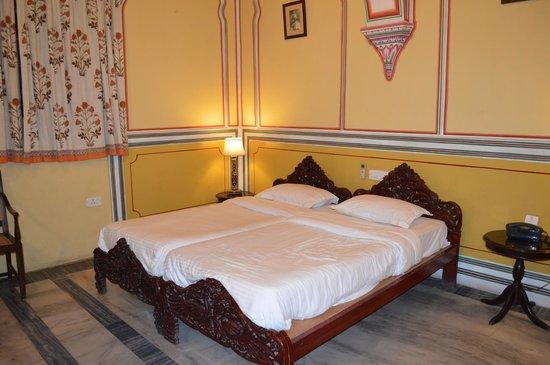 Narain Niwas Palace: Beds