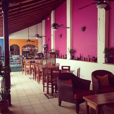 Cafe de Los Suenos : Café interior, 2nd room