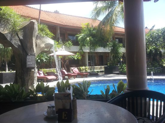 Kuta Beach Club Hotel:                   Pool Area