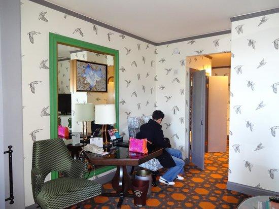 Kimpton Hotel Monaco Portland:                   Living Room
