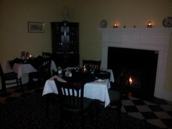Ste. Anne's Spa: Dining by the fire
