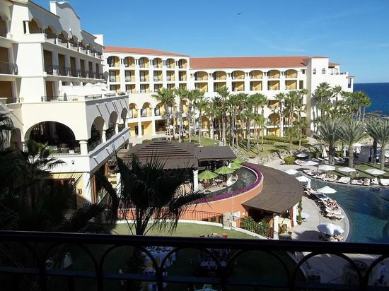 Hilton Los Cabos Beach & Golf Resort:                   Balcony view of grounds