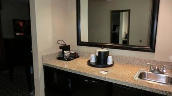 Hampton Inn & Suites Las Cruces I-25: Kitchenette in room entrance