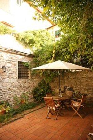 Il Giglio d'Oro :                   the courtyard