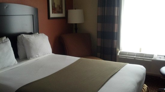 La Quinta Inn & Suites Salisbury: Bed
