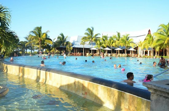 High Season Pool Picture Of Victoria Beachcomber Resort Spa