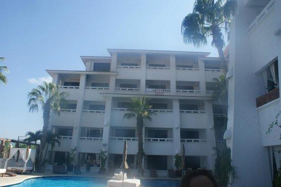Bahia Hotel & Beach Club: HABITACIONES CON VISTA A LA ALBERCA