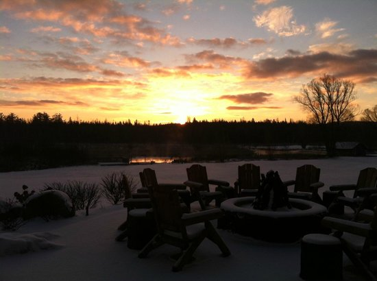 Crooked River Lodge:                   Sunrise view from the front lobby