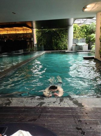 L Hotel Seminyak:                   The pool located next to the ground floor restaurant