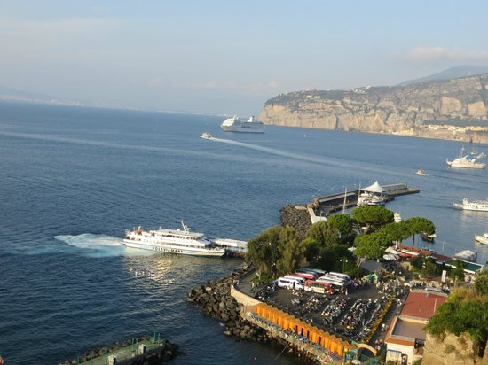 Hotel Sorrento City:                   Cliffs in Sorrento looking down at Marina Piccolo