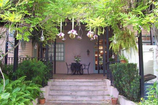 Dresser Palmer House:                   Patio/courtyard at back of inn