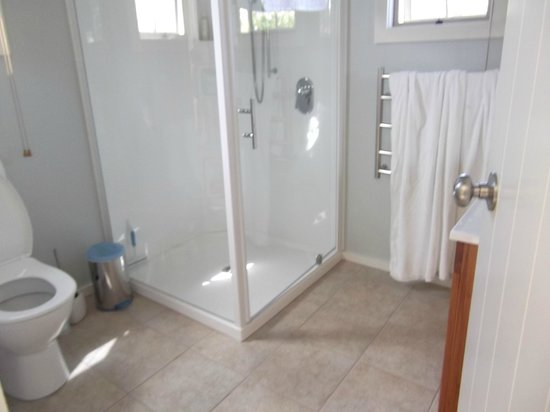Clayridge House and Cottages:                   Bathroom
