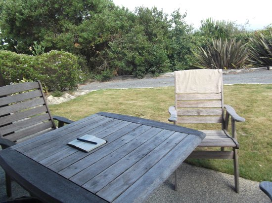 Clayridge House and Cottages:                   Outdoor table and lawn