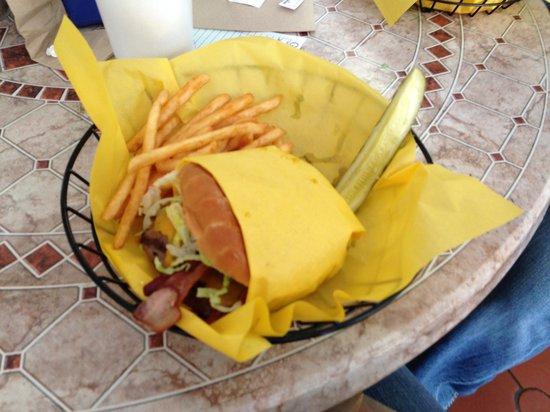 Hall of Flame Burgers: Bacon Cheddar Burger - amazing!