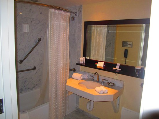 Westminster Hotel: Bathroom Mirror and Sink