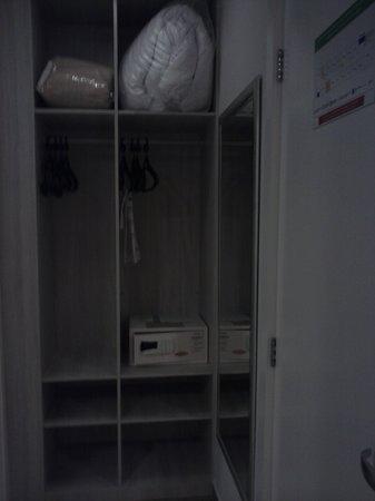 Taroba Hotel:                   armario