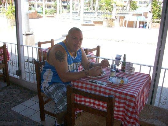 Olas Altas: cafe along street