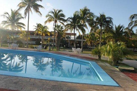 Hotel Islazul Elguea:                   abandoned and decent pool