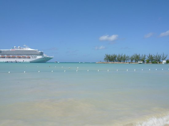 Rooms Ocho Rios:                   Beach view with cruise ship