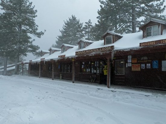 Laguna Mountain Lodge: The lodge dressed in white, before the masses...