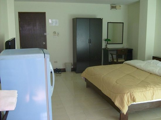 Udoncabana:                   standard double room, 550 baht/night