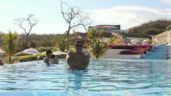 Secrets Huatulco Resort & Spa: Me @ pool