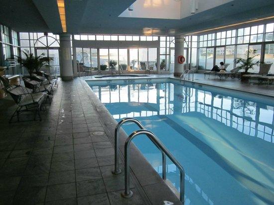 Fairmont Vancouver Airport: pool