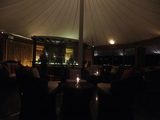 Baros Maldives: ライトハウスの二階にあるラウンジ