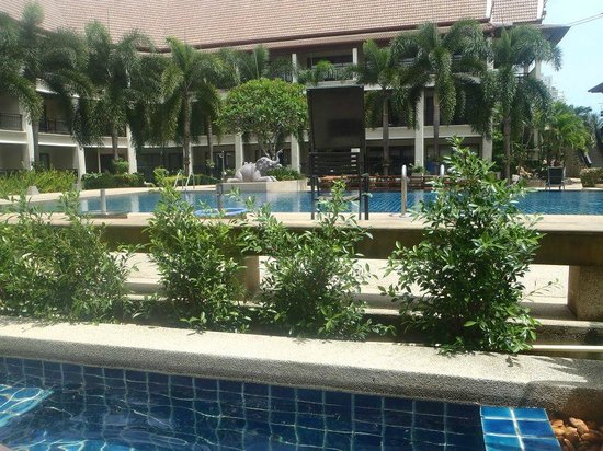 Deevana Patong Resort & Spa : The (closed) lovely pool