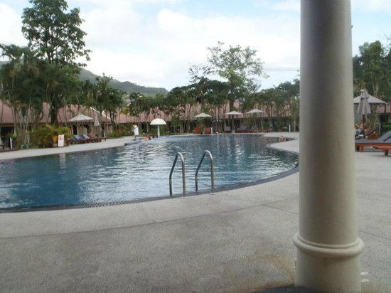 Deevana Patong Resort & Spa : Second pool with a (not swim up) bar