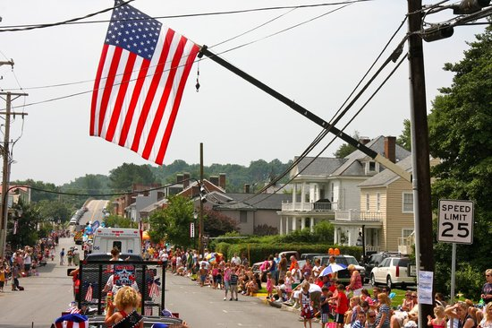 Scottsville, Wirginia:                   Annual 4th of July Parade - Smalltown, USA at its Best!