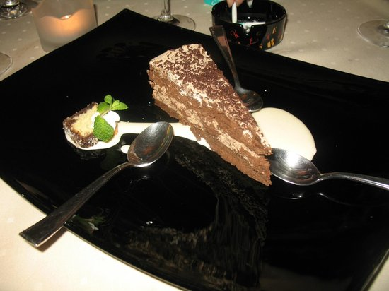 L'ecrevisse Bistrot: The house chocolate cake.  Delish!!
