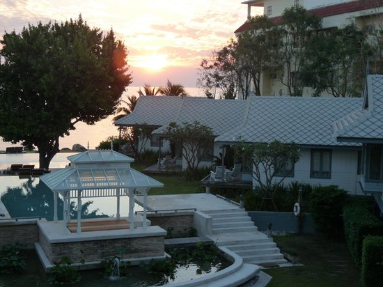 Devasom Hua Hin Resort:                   Sunrise at the Devasom Resort