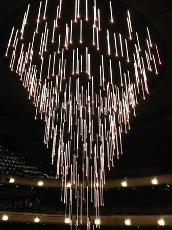 Winspear Opera House: Chandelier lowered before performance