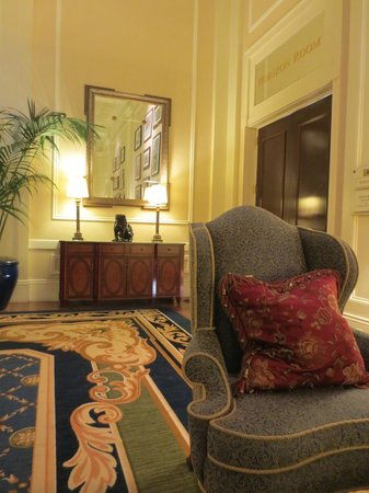 Claremont Club & Spa, A Fairmont Hotel: Lobby