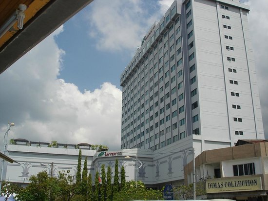 Bayview Hotel Langkawi: hotel from a side