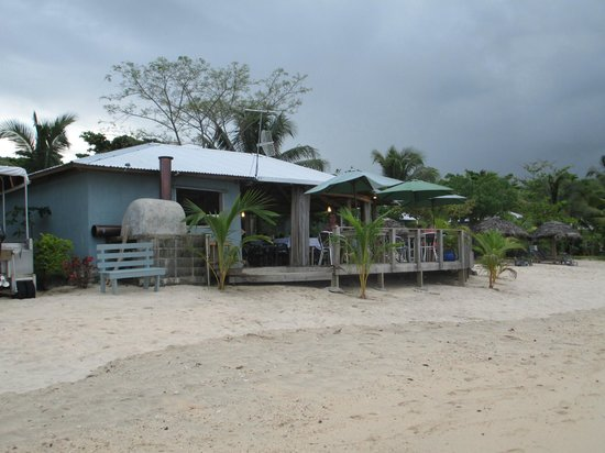 Savaii Lagoon Resort: our 2nd favourite place. Bar/Restaurant