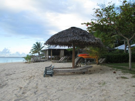 Savaii Lagoon Resort: 30 second walk from our villa