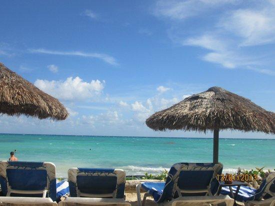 Fusion Bar & Restaurant: Hermosa vista de la playa desde el restaurante