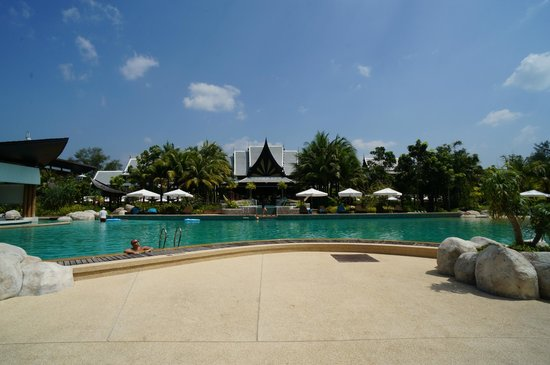 Natai Beach Resort & Spa, Phang-nga: Pool and Grounds