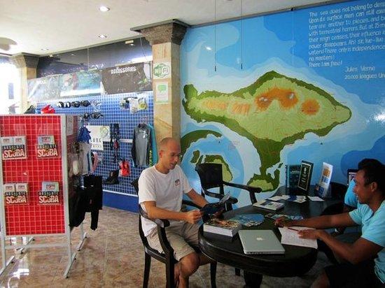 Padang Bai Beach Resort: Absolute Scuba Bali Reception