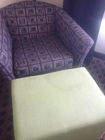 Holiday Inn Express Indianapolis - Southeast: Stained ottoman that welcomed us.