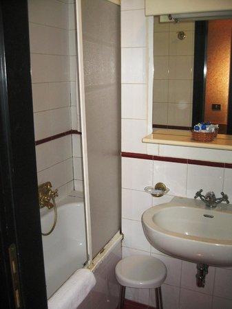 Mentana Hotel : Ванная