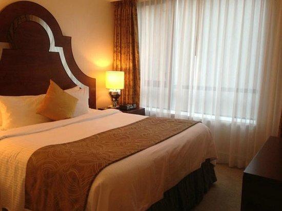 L'Hermitage Hotel:                   bedroom