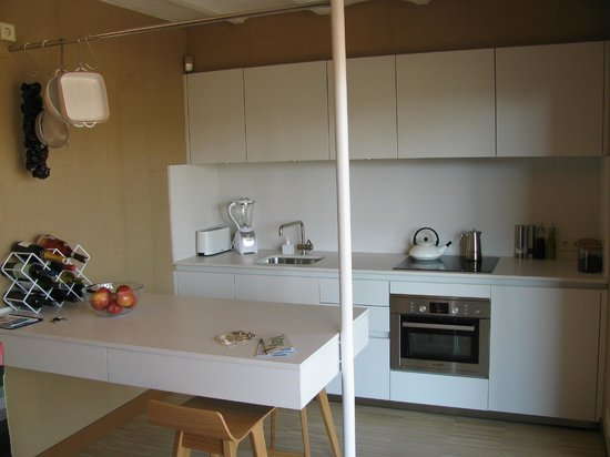 DestinationBCN Apartment Suites:                   'Our kitchen' in Tengujo