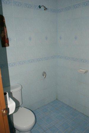 Andaman Resort: Bathroom shower/toilet